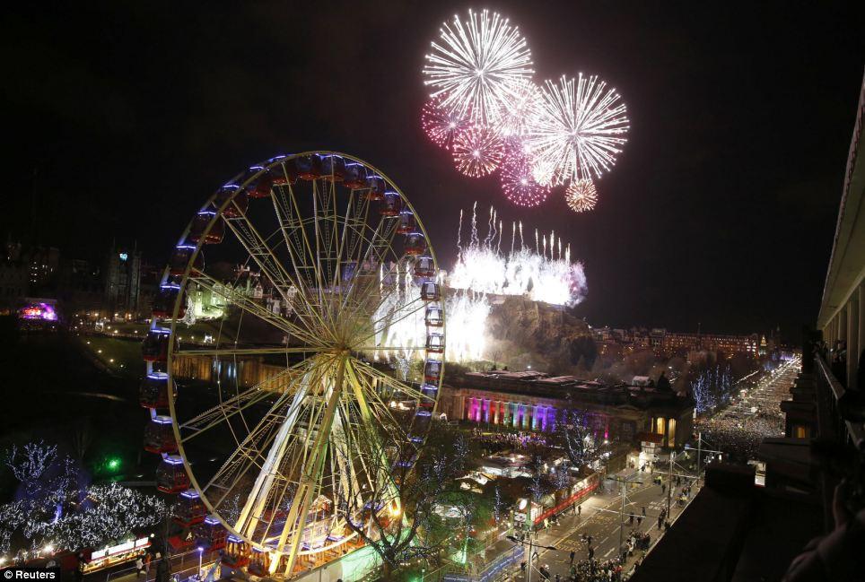 احتفالات عام اسكتلاندا 2014، ثقف نفسك 5 الاحتفالات بالعام الجديد 2014 في جميع أنحاء العالم صور