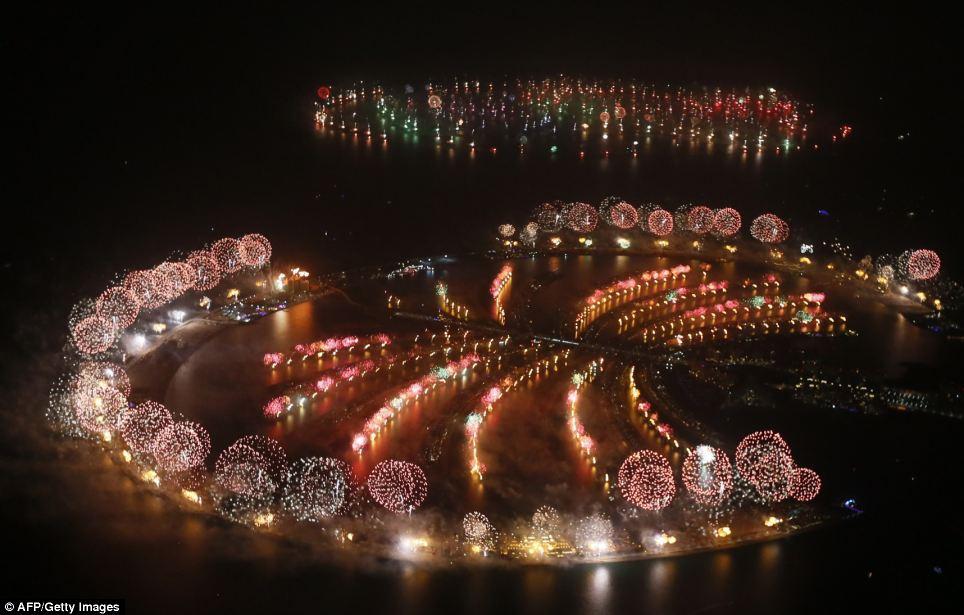 احتفالات عام دبي2014، ثقف نفسك1 الاحتفالات بالعام الجديد 2014 في جميع أنحاء العالم صور