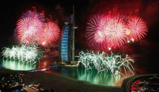 احتفالات عام دبي2014، ثقف نفسك3 الاحتفالات بالعام الجديد 2014 في جميع أنحاء العالم صور