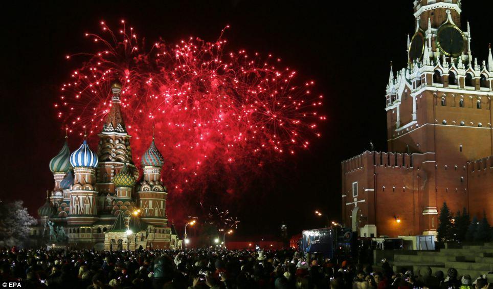 احتفالات عام روسيا2014، ثقف نفسك1 الاحتفالات بالعام الجديد 2014 في جميع أنحاء العالم صور