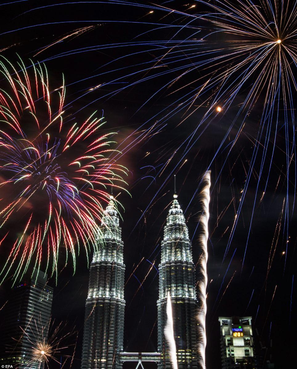 احتفالات عام ماليزيا 2014، ثقف نفسك1 الاحتفالات بالعام الجديد 2014 في جميع أنحاء العالم صور