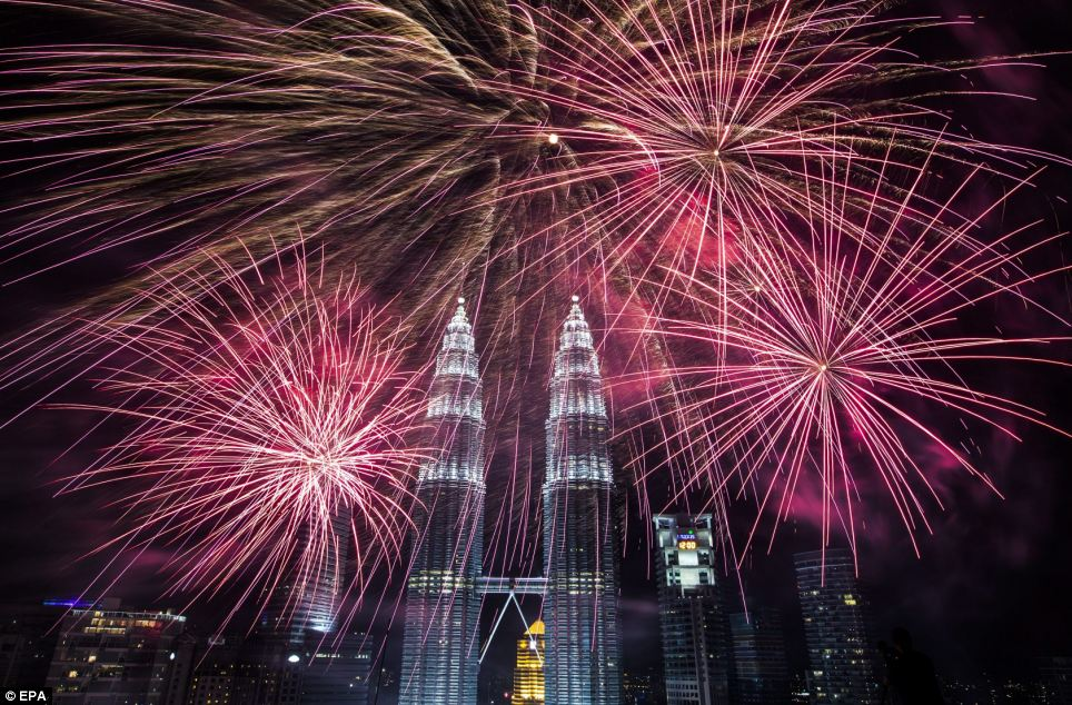 احتفالات عام ماليزيا 2014، ثقف نفسك2 الاحتفالات بالعام الجديد 2014 في جميع أنحاء العالم صور