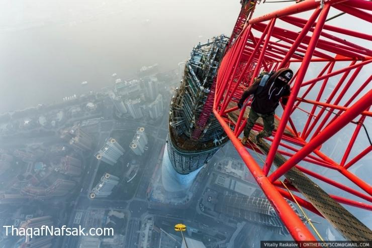 مجانين يتسلقون ثاني أطول برج في العالم عملية-تسلق-