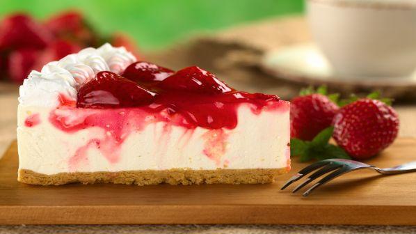 طريقة عمل التشيز كيك بالجلي بالصور strawberries-cheesec