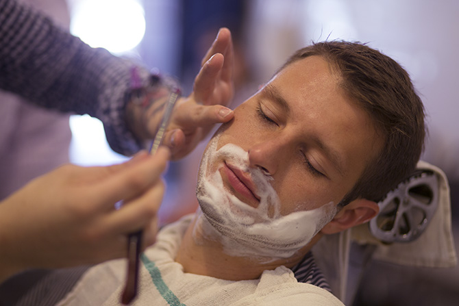 احلق ذقنك بدون التهابات  Kenny-Shave-Lg