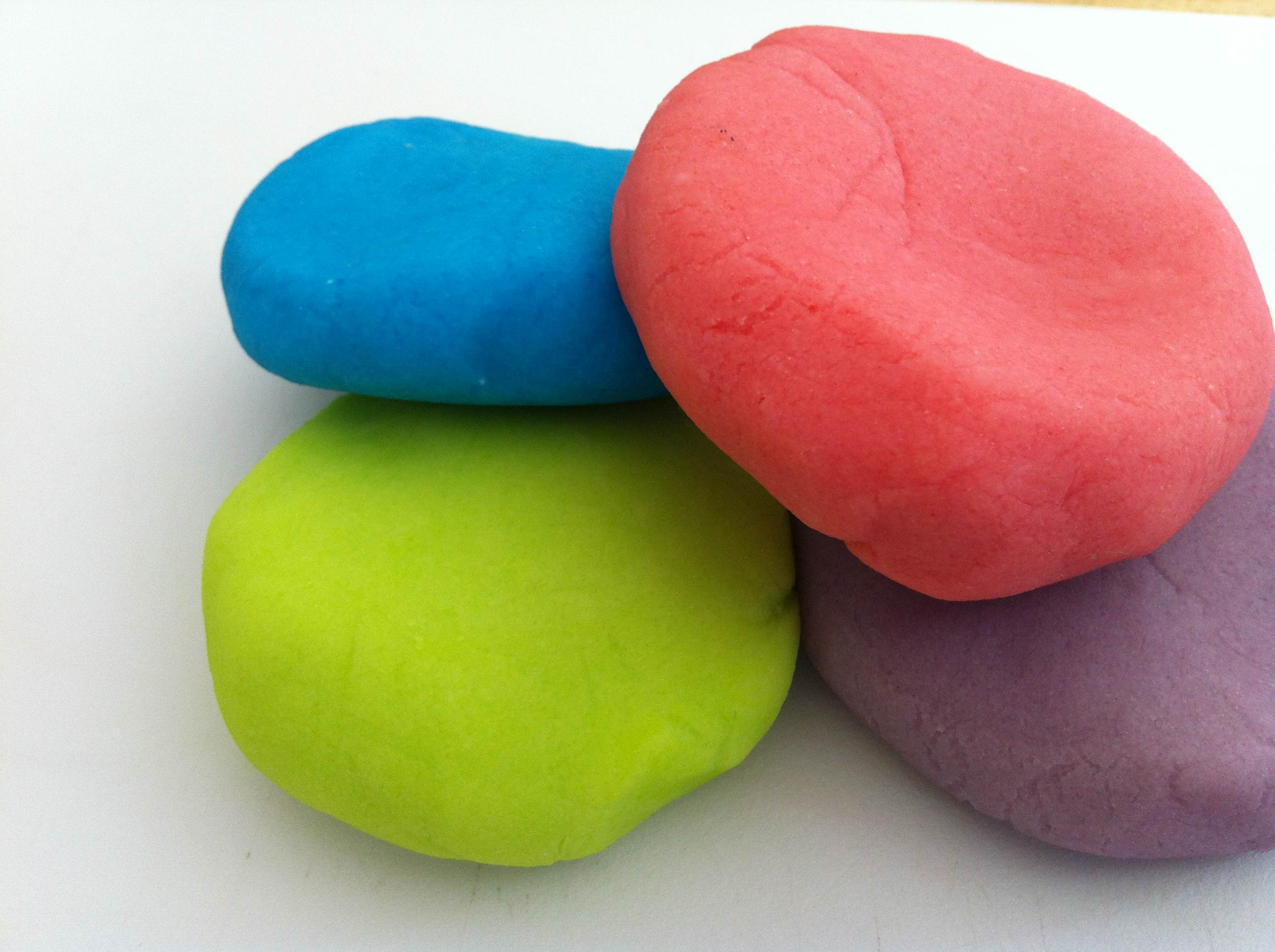 208725 together with Ice Cream likewise Hasbro Operando Juegos De Mesa likewise Nerf furthermore Watch. on play doh