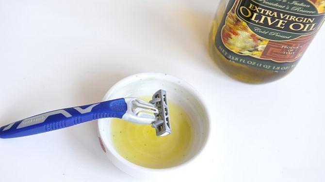 استخدام زيت الزيتون لإزالة الشعر الزائد