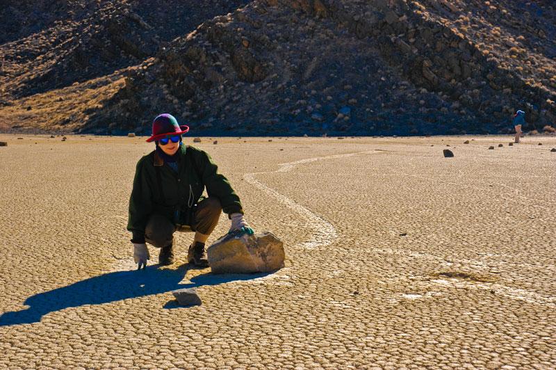 إكتشاف سر الصخور المتحركة في وادي الموت لأول مرة %D8%A5%D9%83%D8%AA%D