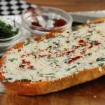 طريقة عمل توست الجبن الكريمي بالثوم ، طعم رائع 13