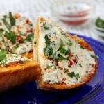 طريقة عمل توست الجبن الكريمي بالثوم ، طعم رائع 1