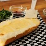 طريقة عمل توست الجبن الكريمي بالثوم ، طعم رائع 3