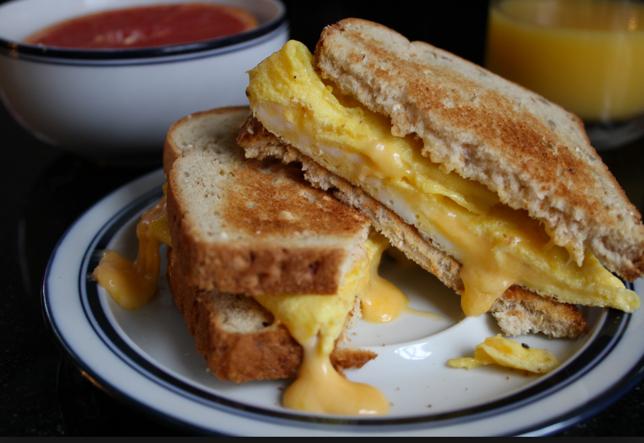 البيض بالجبن وجبة مغذية لسندوتشات المدرسة %D8%A7%D9%84%D8%A8%D