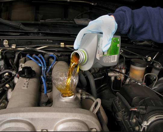 كيفية إختيار زيت المحرك الأفضل لسيارتك ؟ اختيار-زيت-