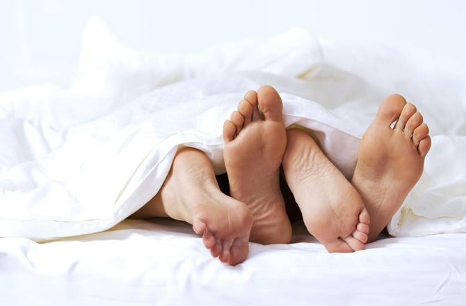 أشياء مثيرة يمكنك القيام بها في السرير تجعل الرجل مهوس بك2