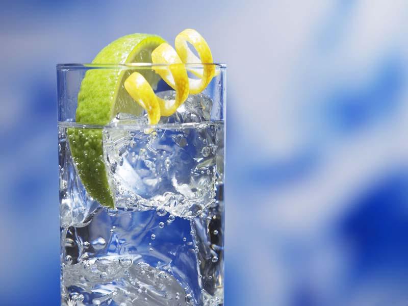 فوائد المياه الفواره للجسم