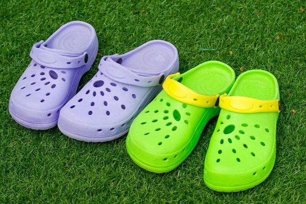 إذا كان لديك الأحذية الكروكس توقف عن إستخدامه فوراً2