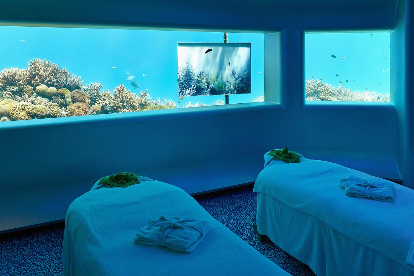 غرف فنادق مذهلة تحت الماء 23