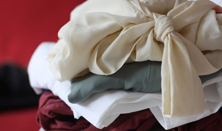 طريقة سهلة لتخزين ملابس الصيف بشكل صحيح تجنباً لتلفها