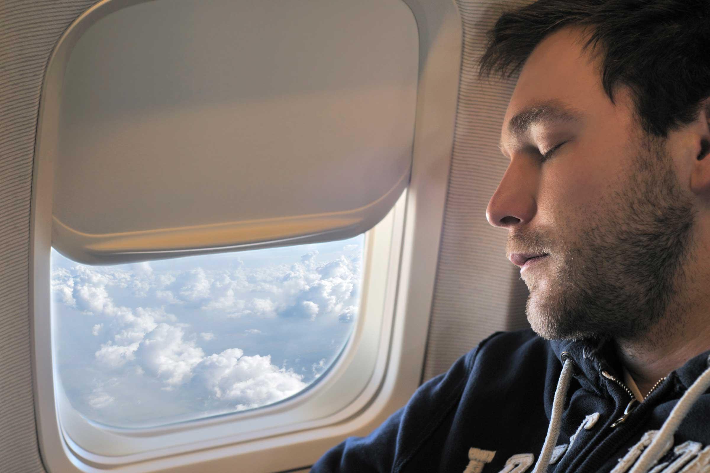 ١٣ شئ لا تفعله ابداً علي متن الطائرة