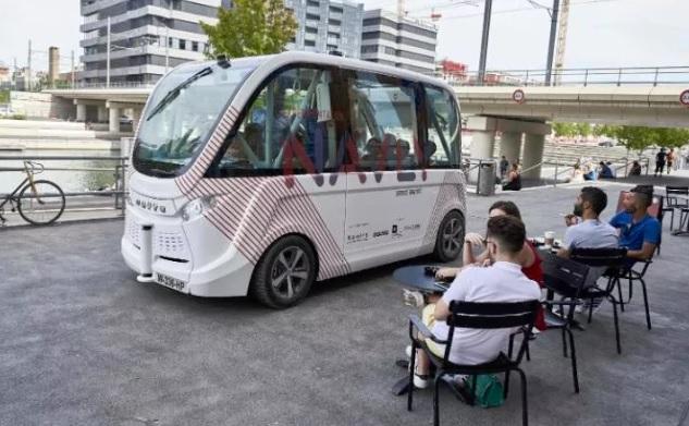 الحافلة الآلية تدخل الخدمة على سبيل التجربةظن ثقف نفسك 7
