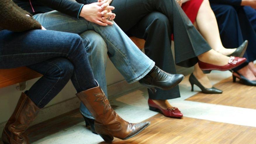 ما هي أضرار الجلوس في وضعية ساق علي ساق ؟2