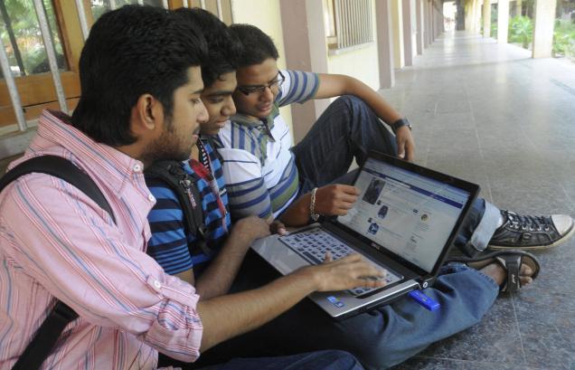 نتيجة بحث الصور عن الشباب والفيس بوك