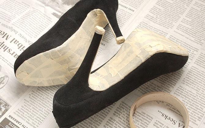 c3103423f بخطوات بسيطة : كيفية تجديد حذاء قديم ومهمل لجديد ولامع