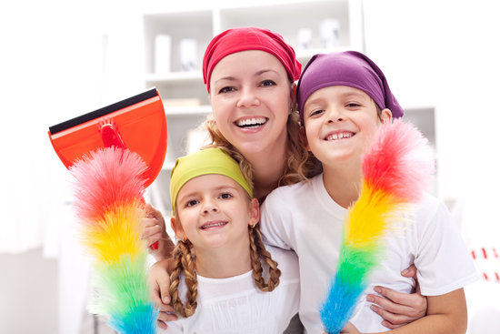 d723ce67835a22bc_family_cleaning_house_shutter.preview