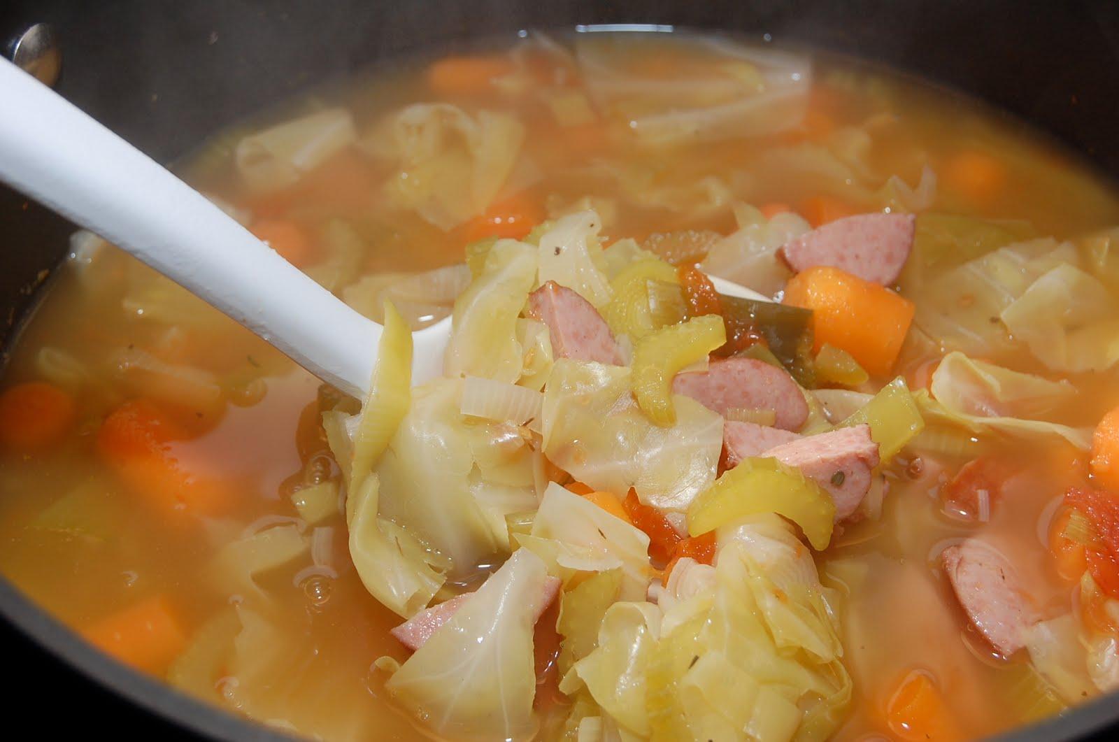 طريقة عمل حساء الكرنب