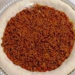 أسهل وصفة لطريقة عمل بيتزا باللحم المفروم 7