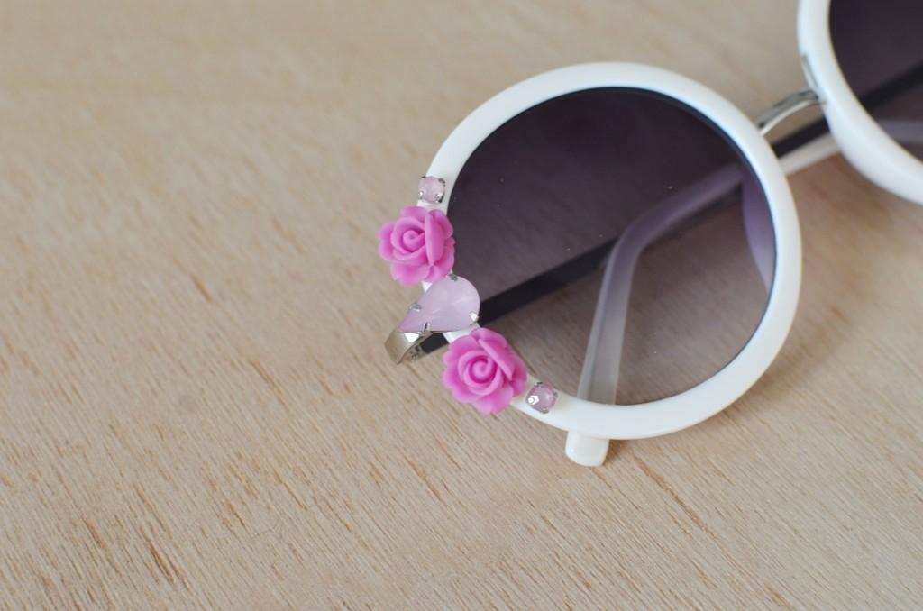 تزيين النظارة الشمسية بالورد بسهولة9