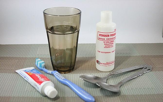 تبيض الأسنان بإستخدام بيروكسيد الهيدروجين ثقف نفسك