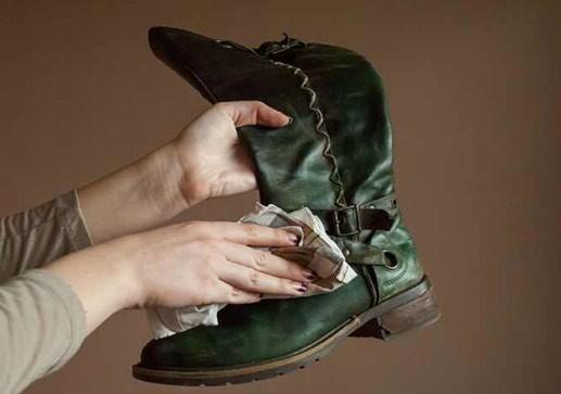 تنظيف الأحذية الجلد