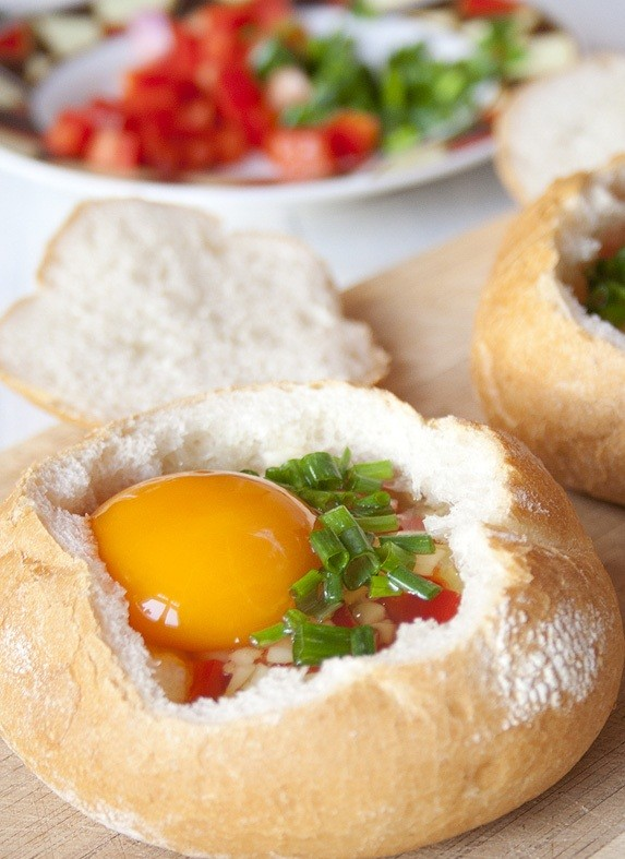 أوعية الخبز المحشية بالبيض وصفة سريعة التحضير13