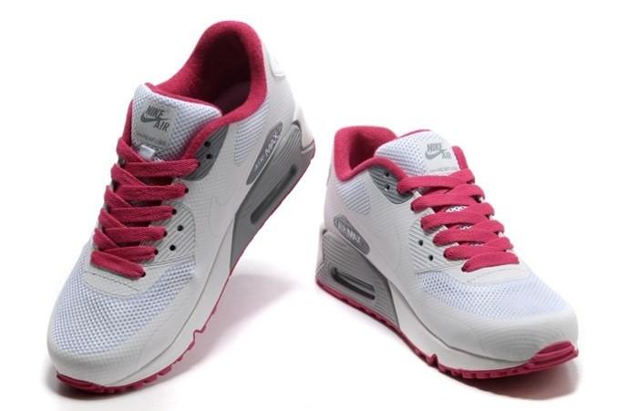 c3529e323 3- ويجب ان تضع في اعتبارك ان شكل القدمين يختلف من شخص إلى ىخر ولذلك فغنه  يجب عليك أن تختار الحذاء الرياضى الأنسب لحجم وطبيعة قدميك ويجب أيضا أن  تختار الحذاء ...