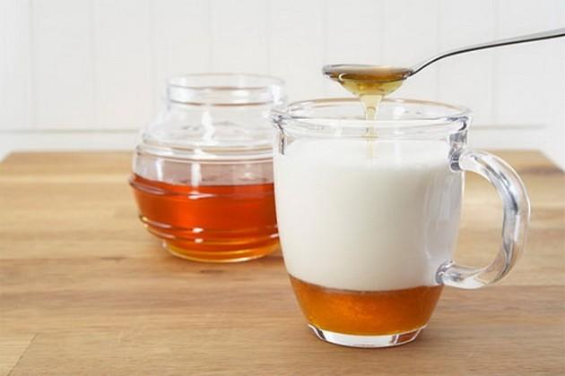 مشروب الحليب بالعسل