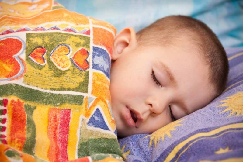 كيف اجعل طفلي ينام بمفرده