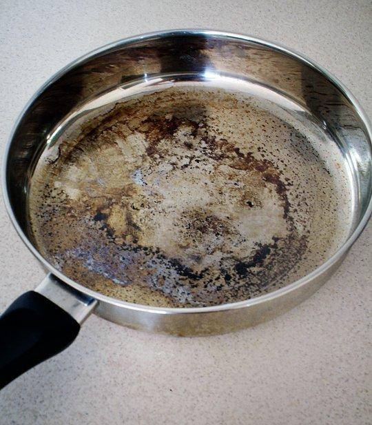 تنظيف الأواني المحروقة بسرعة 22 طريقة سهلة 1