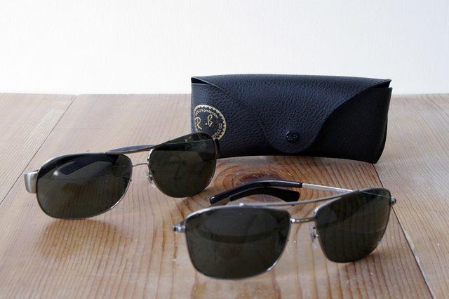 b35c6a296 يتم تعبئة نظارات برادا الشمسية في صندوق تعبة به العلامة التجارية تأكد من  أنه يطابق الشعار الرسمي لبرادا. قد تختلف الموديلات القديمة من حيث اللون  والطراز، كن ...