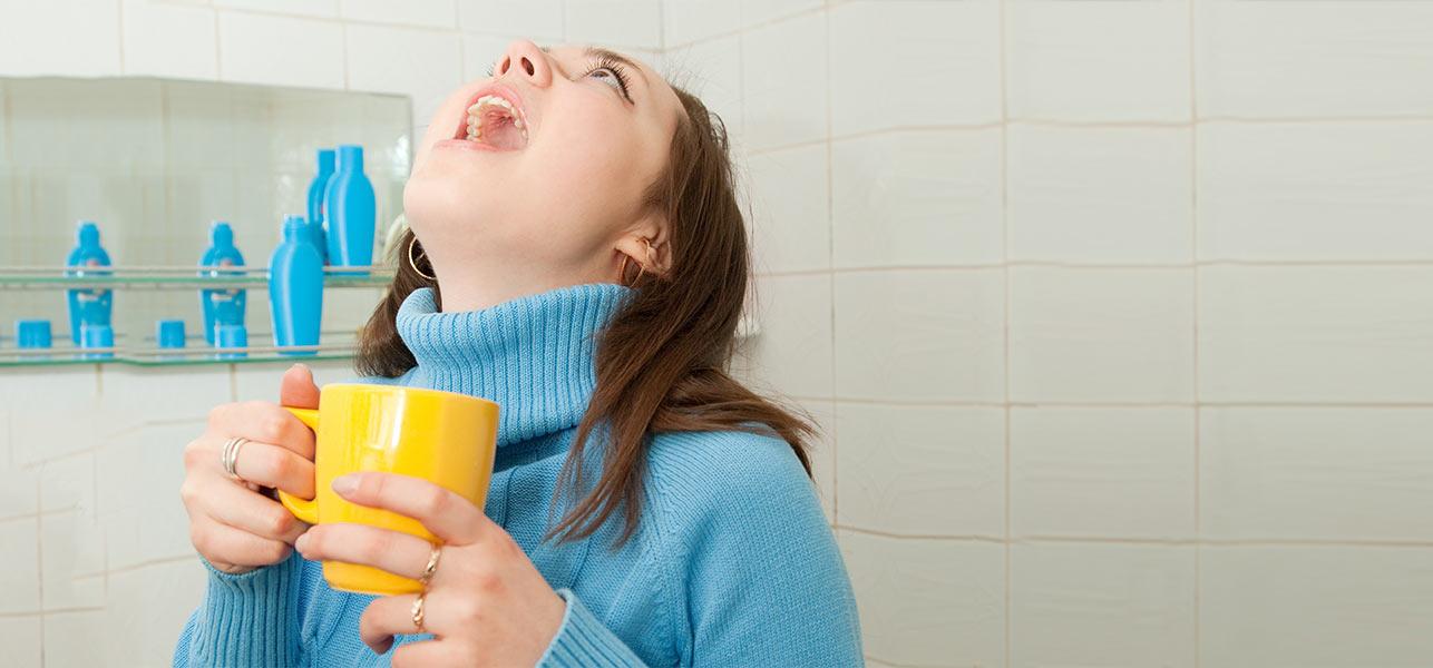 فوائد المضمضة بالماء والملح والطريقة الامثل لإستخدامه ثقف نفسك