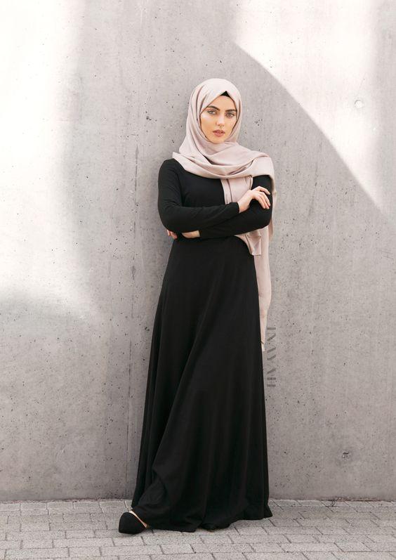 9b67afdbc0b5d بالصور أجدد ملابس محجبات باللون الأسود 2017