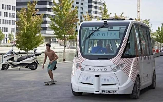 الحافلة الآلية تدخل الخدمة على سبيل التجربةظن ثقف نفسك 6