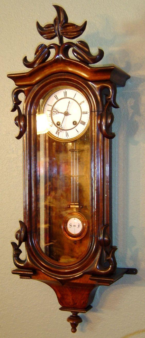8febc33f3 المواد المستخدمة لصناعة ساعة الحائط متنوعة منها المعدن، الخشب، البلاستيك،  الإكريليك . وهناك أيضاً الساعات المصنوعة من المعادن باهظة الثمن مثل الفولاذ  ...