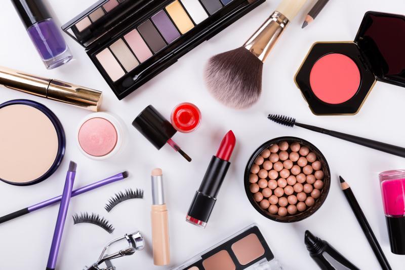 مواد سامة في منتجات التجميل 444