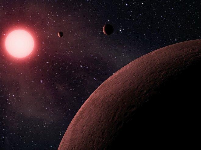 مما يتكون النظام الشمسي ؟