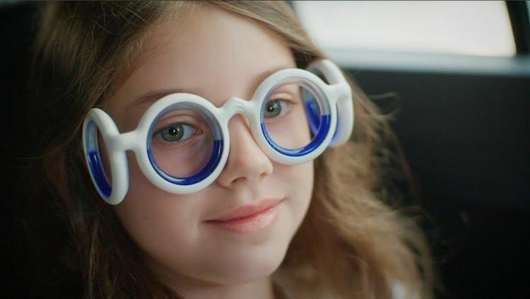 نظارات المملوءة بالسوائل للحماية من دوار الحركة