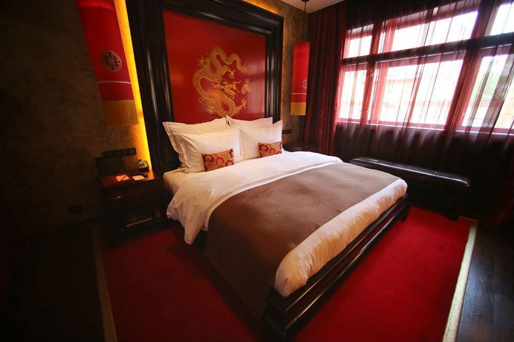 صور غرف نوم باللون الأحمر -نوم-باللون-الأحمر-بالصور11