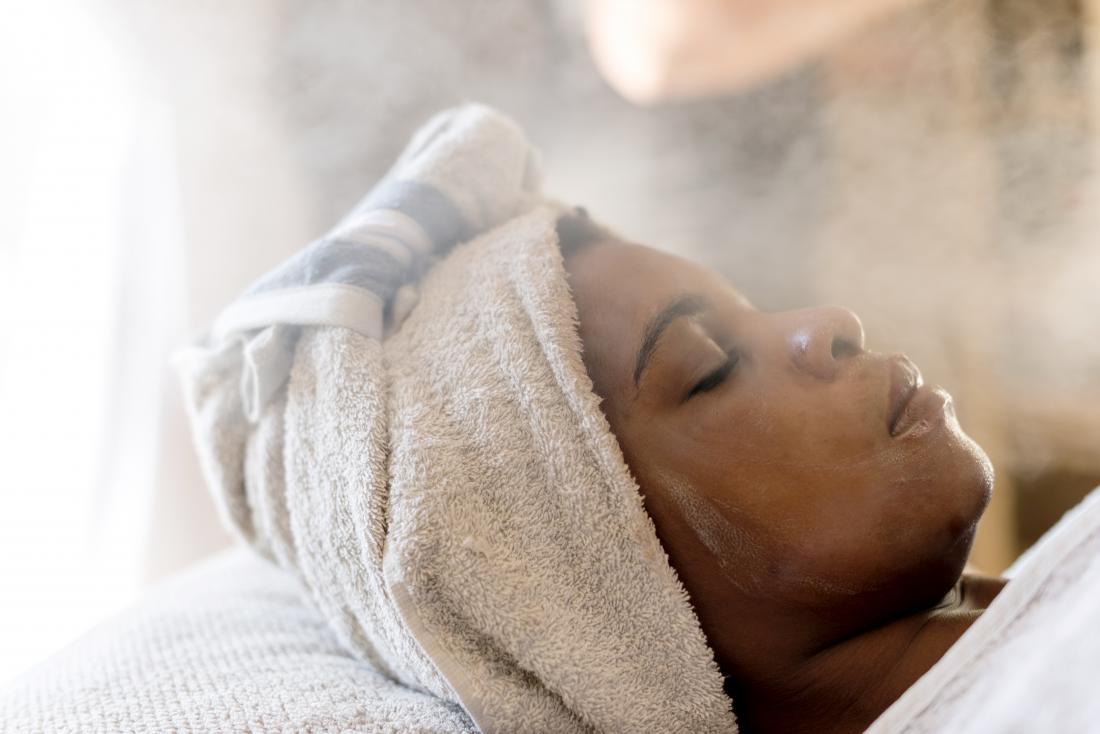 تنظيف البشرة بالبخار