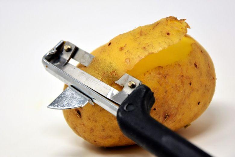 علاج الشعر الأبيض بقشور البطاطس