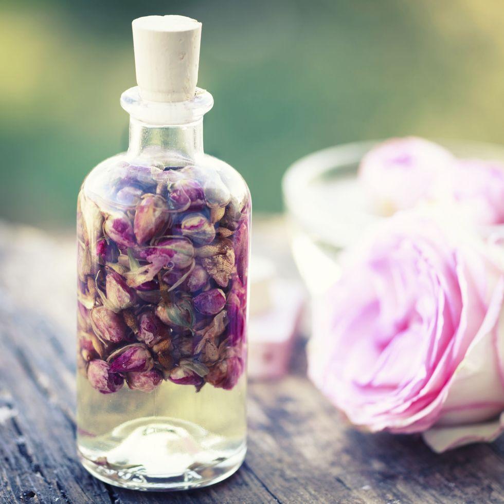 فوائد دهن الجسم بزيت الورد